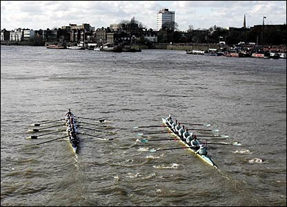 The two crews - Oxford (l) and Cambridge (r)