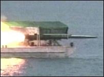الصاروخ البحري الإيراني خلال المناورات في الثاني من نيسان ألفان وستة