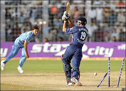 Ajit Agarkar demolishes Sajid Mahmood stumps