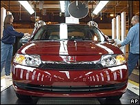 GM workers finish off a Saturn model in a Tennessee plant