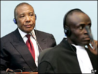 Charles Taylor (l) makes his first court appearance in Freetown, Sierra Leone
