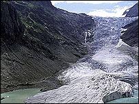 Triftgletscher glacier in Switzerland   Image: Glaciers Online/Jurg Alean