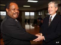 Prime Minister Allan Kemakeza (left)