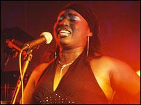 Novalima singer