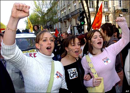 Three female students marching in Bordeaux