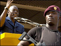 Joseph Kabila making a speech guarded by a soldier