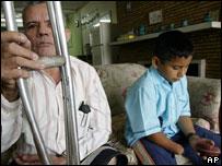 Marcelo Flores, de 56 años, y Jonathan Ordóñez, de 8.