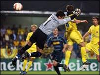 Rodolfo Arruabarrena heads Villarreal's winning goal