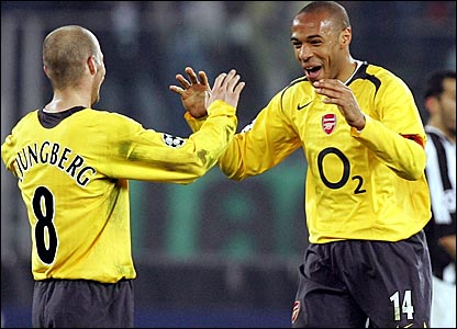 Fredrik Ljungberg (left) and Thierry Henry celebrate Arsenal's progression