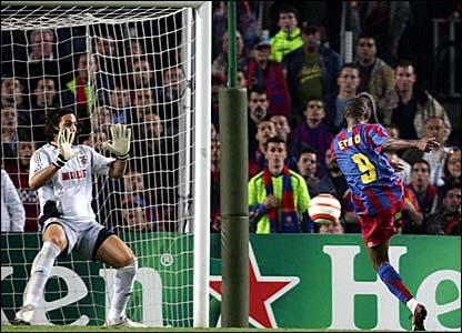 Samuel Eto'o scores Barcelona's second goal