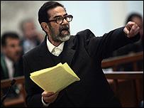 جلسة الأربعاء شهدت مشادات حامية بين صدام وكل من القاضي وممثل الإدعاء