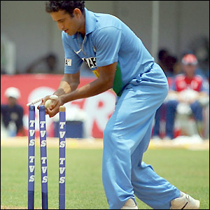 Irfan Pathan ends England's innings by running out Geraint Jones for 49