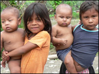 Niños de tribu Wounaan (M.H. Verney/UNHCR)