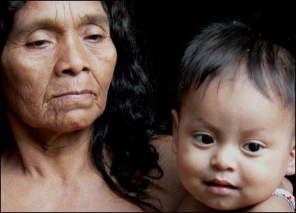 Mujer y ni�o de la tribu Wounaan (M.H. Verney/UNHCR)