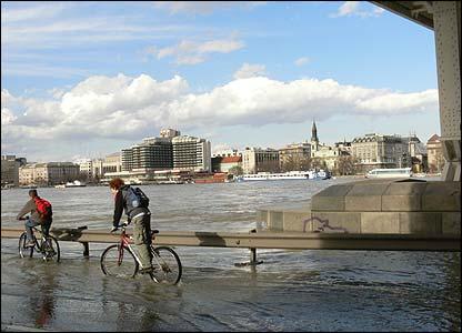 Budapest - children cycling (photo: Adam Szakal, Hungary)