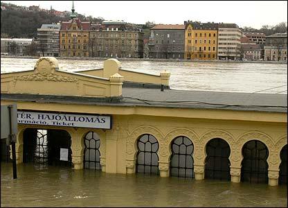 Budapest - flooded ship port (photo: Adam Szakal, Hungary)
