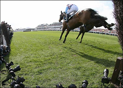 Andrew McNamara rides Hi Cloy in the Melling Chase