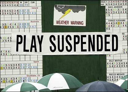 A sign saying that play is suspended