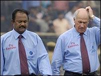 A difficult day for umpires Arani Jayaprakash and Rudi Koertzen