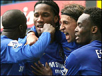 Hernan Crespo (second right) celebrates his goal