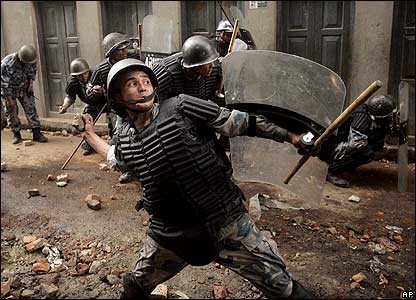 Police throw stones at protesters in Kathmandu
