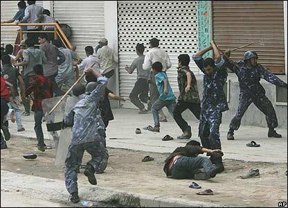 Police attack protesters