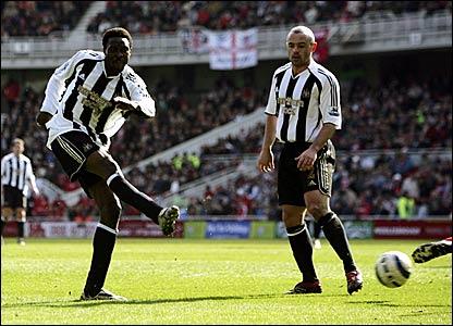 Shola Ameobi scores Newcastle's second goal
