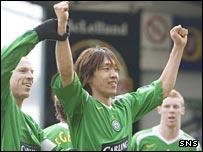 Neil Lennon congratulates Celtic scorer Shunsuke Nakamura