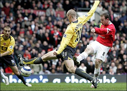 Wayne Rooney (right) scores Manchester United's opening goal