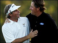 Fred Couples (left) and Phil Mickelson