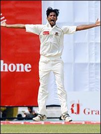 Shahadat Hossain celebrates dismissing Australia captain Ricky Ponting