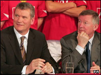 David Gill (left) with Manchester United manager Sir Alex Ferguson