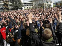Crowd of students at Rennes 2 University, Monday 10 April 2006