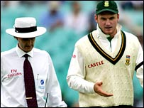 South Africa captain Graeme Smith makes a point to umpire Billy Bowden