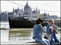 Women eating lunch by Danube in Budapest