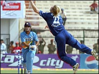 MS Dhoni smashes Matthew Hoggard
