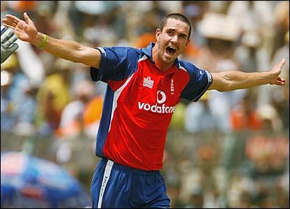Kevind Pietersen celebrates bowling Harbhajan Singh