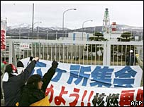 Protesters at the Rokkasho plant
