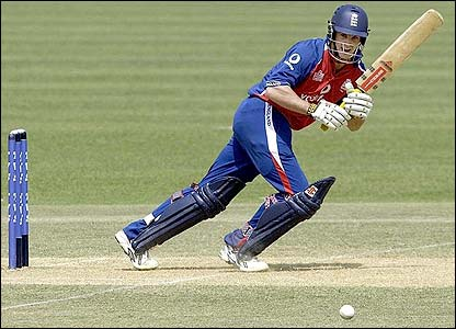 Andrew Strauss leads the England run-chase