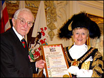 Sir Tasker and the lord mayor with the scroll