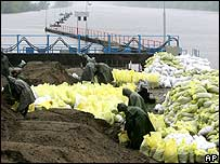 Soldiers laying sandbags
