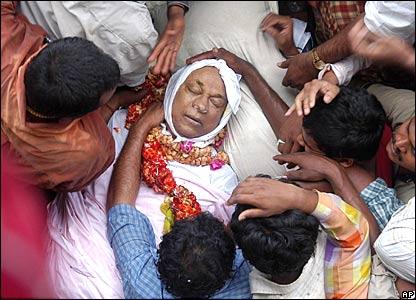 Mourners gather around Rajkumar following his death
