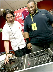Juan Pablo Angel tries his hand at DJing with the 1Xtra crew