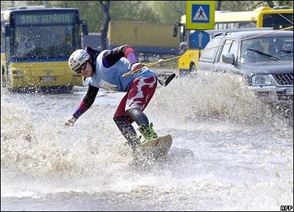 _41561864_floodsskier_afp416.jpg