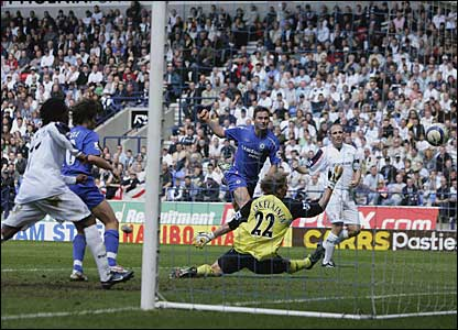 Frank Lampard scores the second for Chelsea