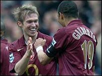 Alexander Hleb celebrates his goal with Gilberto