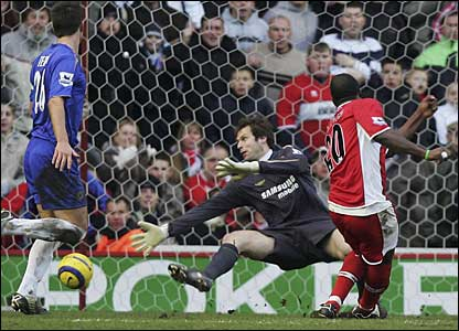 Middlesbrough's Yakubu beats Petr Cech in the Chelsea goal