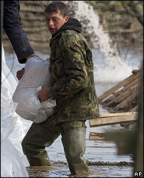 A Romanian soldier prepares flood defences
