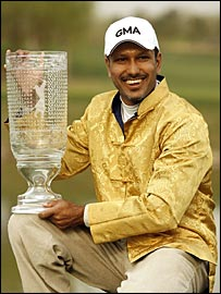 Jeev Milkha Singh shows off his China Open trophy