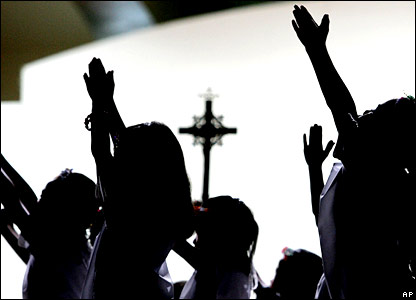 Filipino students perform Easter Sunday rites in Manila